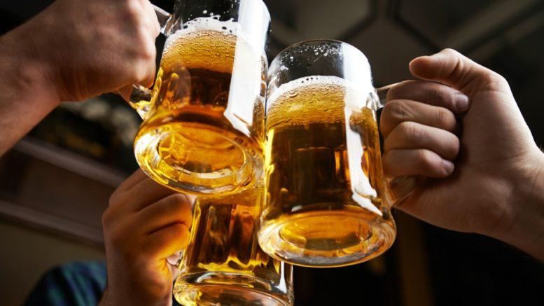 Anniversaires. - Page 26 Cheers-beer-yoga-777x437